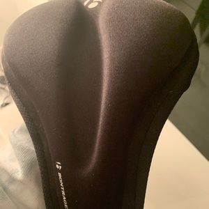 bontrager Other - A bicycle seat covering